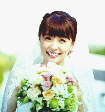 キュートな花嫁姿の小林麻耶