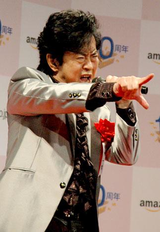 Amazon.co.jp10周年記念式典で殿堂入り「アーティスト部門」を受賞した水木一郎が「マジンガーZ」を熱唱 (C)ORICON DD inc.