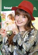 写真集『Girls Girls Girls』の発売記念イベントを行った平子理沙 (C)ORICON DD inc.