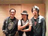 椎名慶治の初ソロアルバムレコーディング時の共同プロデューサーの山口寛雄氏(写真右)と武部聡志氏(写真左)