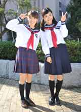 石原さとみ(右)&AKB48大島優子の初々しいセーラー服姿
