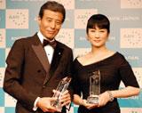 『第4回アンチエイジング大賞』を受賞した舘ひろし(左)と余貴美子 (C)ORICON DD inc.