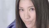 力強い目線でアピールする篠原涼子/ソニー『ブルーレイ一体型<ブラビア>HX80R』新CM