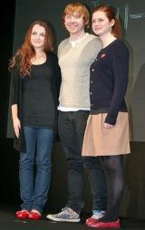 映画『ハリー・ポッターと死の秘宝 PART1』PRのため来日した(左から)ルーナ役のイバンナ・リンチ、ロン役のルパート・グリント、ジニー役のボニー・ライト (C)ORICON DD inc.
