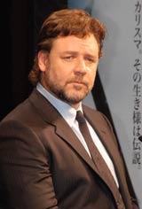 映画『ロビン・フッド』の来日記者会見に出席したラッセル・クロウ