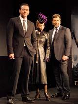 映画『ロビン・フッド』の来日記者会見に出席した(左から)ケヴィン・デュランド、神田うの、ラッセル・クロウ
