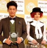 『第3回ペアレンティングアワード』を受賞した(左から)佐藤隆太、土屋アンナ (C)ORICON DD inc.