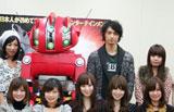 映画『SPACE BATTLESHIP ヤマト』のトークイベントに登場した斎藤工(後列右から2人目) (C)ORICON DD inc.