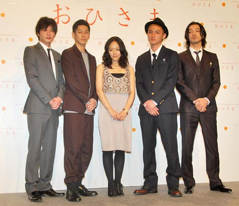 http://contents.oricon.co.jp/upimg/news/20101129/82516_201011290108532001291017581c.jpg