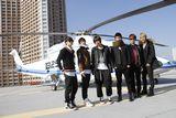 羽田からヘリで会場入りしたBEAST(左から:イ・ギグァン、ヤン・ヨソプ、チャン・ヒョンスン、ユン・ドゥジュン、ヨン・ジュンヒョン、ソン・ドンウン)