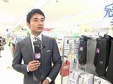 ネクタイを手にしみじみした様子の杉村太蔵氏
