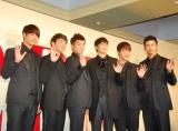 日本デビュー来日会見を行った2PMの(左から)チャンソン、ジュノ、ウヨン、ニックン、ジュンス、テギョン (C)ORICON DD inc.