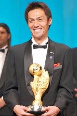 『2010Jリーグアウォーズ』で史上初ゴールキーパーからMVPに選出された楢崎正剛選手 (C)ORICON DD inc.