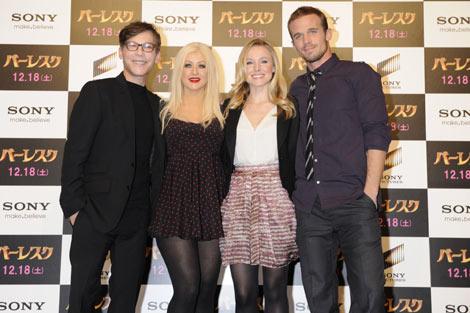 (左から)スティーブン・アンティン監督、クリスティーナ・アギレラ、クリスティン・ベル、カム・ジガンデー