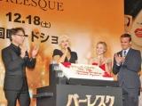 映画『バーレスク』のジャパンプレミア・イベントに出席した(左から)スティーブン・アンティン監督、クリスティーナ・アギレラ、クリスティン・ベル、カム・ジガンデー (C)ORICON DD inc.