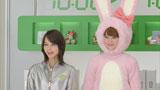 ウサギの着ぐるみ姿の佐々木希と店員役の堀北真希/『フジカラーポストカード』(富士フイルム)新CM