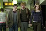 映画『ハリー・ポッターと死の秘宝 PART1』 (C) 2010 Warner Bros. Ent. Harry Potter Publishing Rights (C) J.K.R.Harry Potter characters, names and related indicia are trademarks of and (C) Warner Bros. Ent. All Rights Reserved.