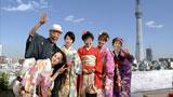 佐々木希とテリー伊藤を新たに加え6人で出演する『お正月を写そう♪』CM(左から)松田聖子、テリー伊藤、堀北真希、樹木希林、佐々木希、中島みゆき