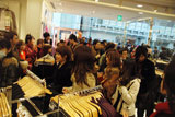 FOREVER21渋谷店オープン時の様子、店内には多くの来店客がなだれ込んだ (C)ORICON DD inc.