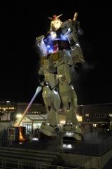 東静岡広場の「RG(リアルグレード)1/1ガンダムゾーン」実物大ガンダム立像