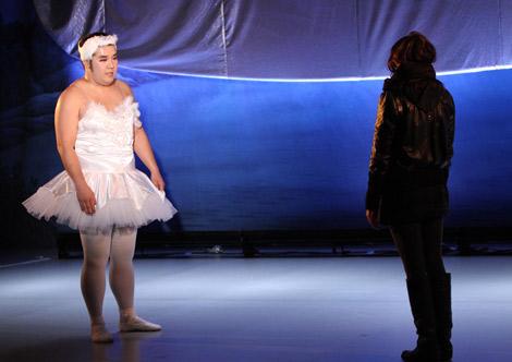 クラシックバレエを躍りきって彼女に公開プロポーズする堤下