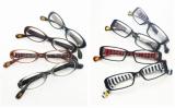 眼鏡のずれ落ちを防止する工夫をこらし、絵馬のデザインや合格祈願まで行った『すべらないメガネ』(クーレンズ)