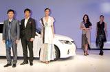 レクサスブランドの新車『LEXUS CT200h』発表および披露会に出席した(左から)音楽家の野崎良太氏、建築家の中村拓志氏、杏、知花くらら、森理世