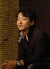 17日、受賞会見に出席した第144回直木賞受賞作家・道尾秀介さん (C)ORICON DD inc.