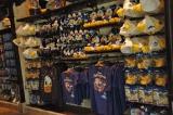 24日にオープンする東京ディズニーランドの新アトラクション『ミッキーのフィルハーマジック』併設のショップ『ハーモニーフェア』店内 (C)ORICON DD inc.