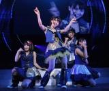 デビュー曲「週末Not yet」を披露 ※写真左から 横山由依、大島優子、指原莉乃、北原里英