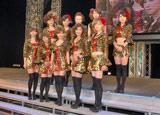 モーニング娘。のOGで結成された新グループ「ドリーム モーニング娘。」(前列左から藤本美貴、矢口真里、安倍なつみ、石川梨華、吉澤ひとみ、後列左から久住小春、保田圭、中澤裕子、飯田圭織、小川麻琴)