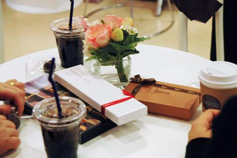 西武渋谷店の「姫チョコカフェ」ではドリンク類を用意しているほか、買ったチョコレートをその場で食べることもできる (C)ORICON DD inc.