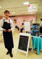 西武渋谷店の「姫チョコカフェ」、平日の午後5時〜7時にはイケメン外国人がアテンド (C)ORICON DD inc.