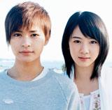 FUNKY MONKEY BABYSの新曲「ランウェイ☆ビート」のジャケット写真に起用された(左より)瀬戸康史、桜庭ななみ