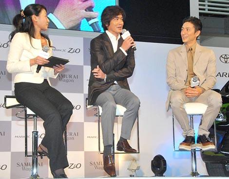 佐藤浩市(中央)と伊勢谷友介(右)が参加した、トヨタ『MARK X ZiO』新CM発表会の模様 (C)ORICON DD inc.
