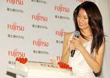 ルームエアコン『nocria』の新CMキャラクター発表会で26歳の誕生日祝いにエアコン型のケーキを贈られた松下奈緒