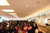 初来日した韓国5人組男性アイドルグループ・MBLAQを出迎えようと、羽田空港にはたくさんのファンが詰めかけた (C)ORICON DD inc.