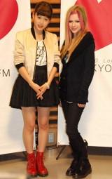 TOKYO FM『前田敦子のHEART SONGS』公開収録にゲスト出演したアヴリル・ラヴィーン(右) (C)ORICON DD inc.