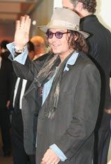 映画『ツーリスト』の来日記者会見に出席したジョニー・デップ