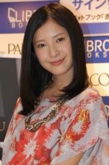 フォトブック『吉高由里子UWAKI』発売記念イベントに登場した吉高由里子