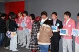 東日本大震災の復興支援チャリティー募金を行った(左から)ハライチ、ロッチ、ホンジャマカ、我が家、募金活動の様子 (C)ORICON DD inc.