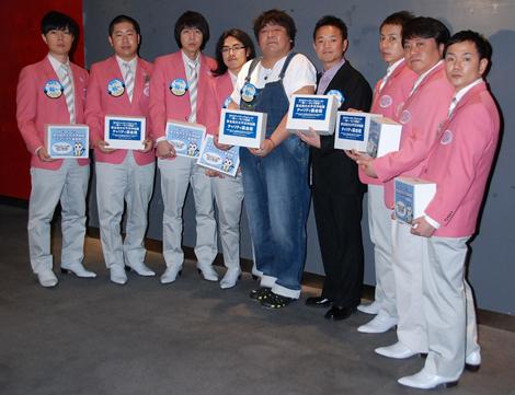 東日本大震災の復興支援チャリティー募金を行った(左から)ハライチ、ロッチ、ホンジャマカ、我が家 (C)ORICON DD inc.