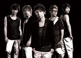 UVERworld(左から3番目がボーカル・TAKUYA∞)