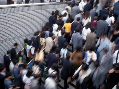 ウェザーニューズ発表によると、首都圏電車通勤者の通常通勤時間が平均70分なのに対し、3月11日は平均8時間30分かかったという