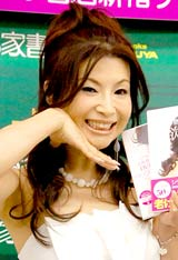 著書『シルクのべっぴん塾 美欲』と初DVD作品『シルクのDVDべっぴん塾』発売記念イベントを行ったシルク