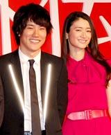 映画『カムイ外伝』製作報告会見に出席した松山ケンイチ&小雪