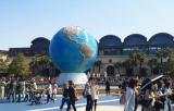 47日ぶりに営業を再開した東京ディズニーシーには、多くの来場者が訪れた (C)ORICON DD inc.