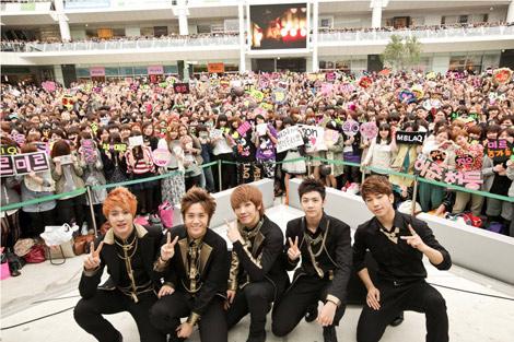 MBLAQ(左からスンホ、ミル、ジュン、チョンドゥン、ジオ)