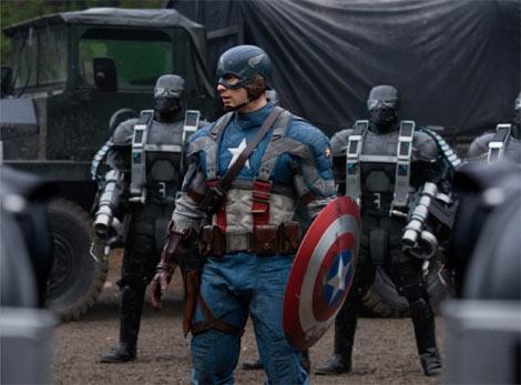 彼がスーパーヒーローの原点、キャプテン・アメリカだ! (C) 2010 MVLFFLLC. TM & (C) 2010 Marvel Entertainment, LLC and its subsidiaries. All rights reserved.