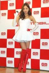 キャラクターを務める『イー・モバイル』の新CM発表会に出席したAKB48・板野友美 (C)ORICON DD inc.